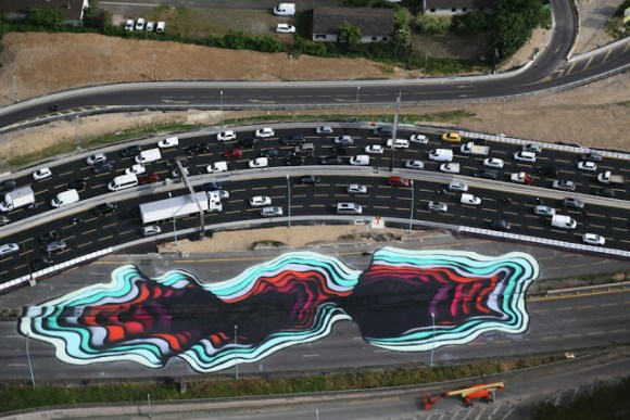 Desenho de crateras no asfalto 6