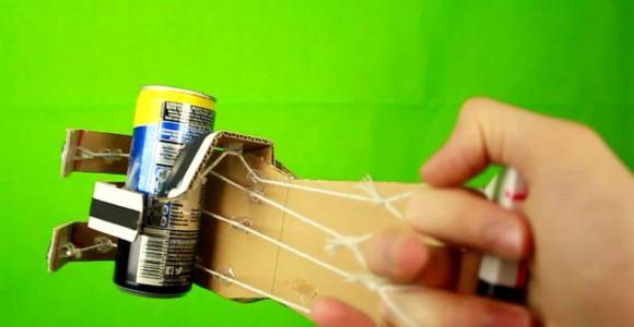 Como fazer uma mão de papelão capaz de segurar objetos