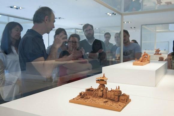 Esculturas futurísticas em cerâmica 6 - Ph. De Gobert