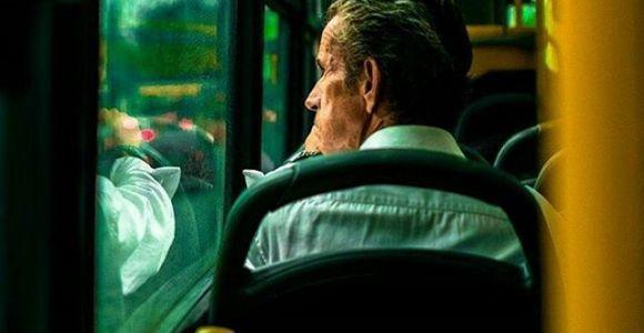 Ela vai te convidar a fazer arte da janela do seu ônibus