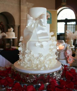 More Amazing Wedding Cakes    Something 2 Dance 2 A gorgeous cake complete with satin inspired sugar bow and delicate flowers