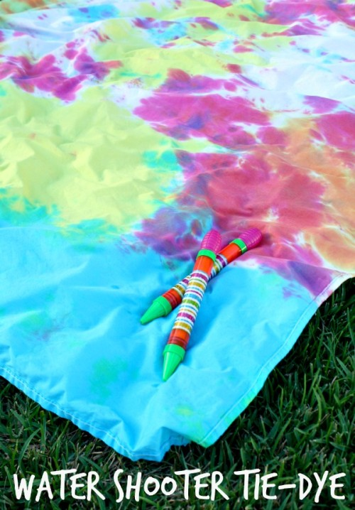 Outdoor-Fun-with-Water-Shooter-Tie-Dye-tiedyeyoursummer-tdys-