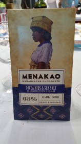 Menakao Cocoa nibs & Sea Salt. Vibrant and fruity with sea salt seasoning. Strutured with crunchy red fruit and tannins.