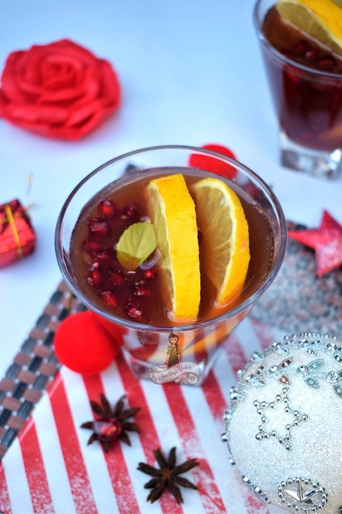 Holiday Spiced Winter Sangria somethingiscooing.com