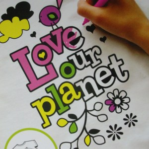 COLOUR MY OWN T-Shirt Transfer Black Felt LARGE Retro LOVE PLANET Color In New