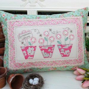 Quilting Sewing Cushion Pattern BUMBLEBEES WELCOME Sally Giblin Rivendale Collection NEW