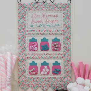 Quilting Sewing Wall Hanging Pattern MISS HUMBUG'S Sally Giblin Rivendale Collection NEW