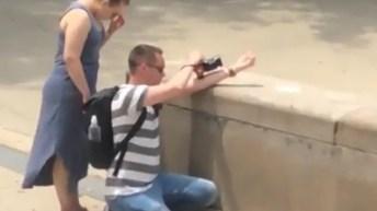 Photographer flips off Trump tower