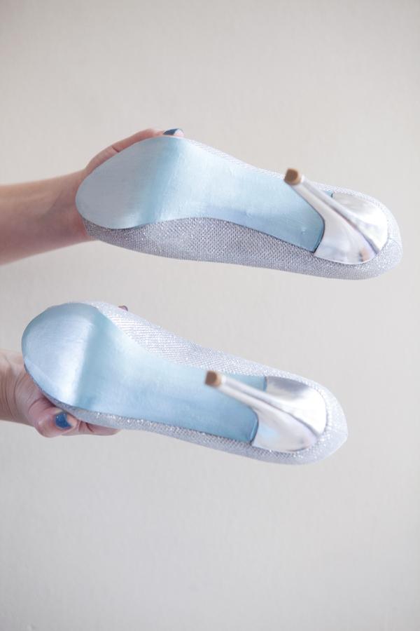 ST_DIY_painted_something_blue_shoe_soles_0009.jpg