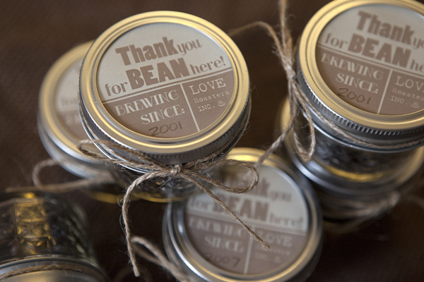 Check out these adorable coffee bean wedding favors in mason jars