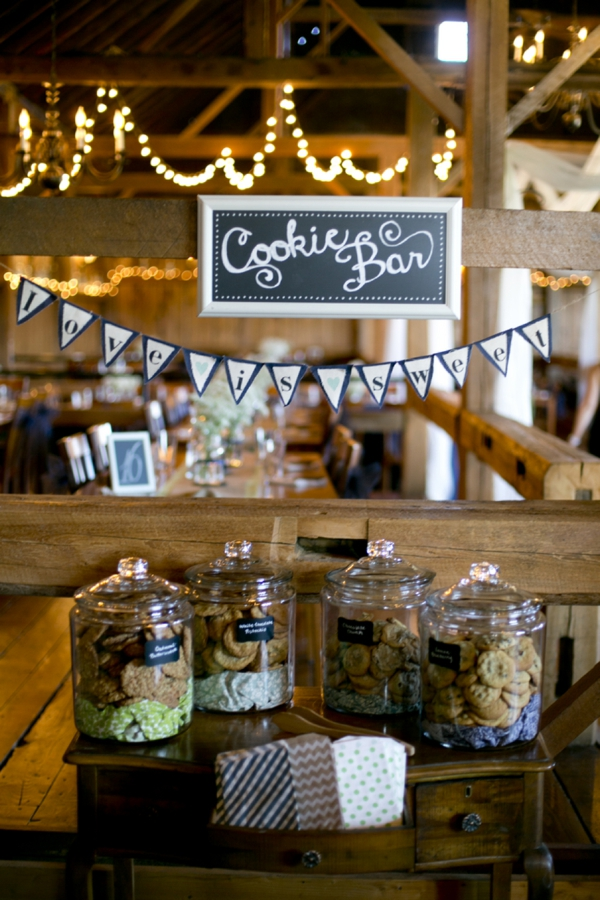ST_Ampersand_Wedding_Photography_rustic_barn_wedding_0035.jpg