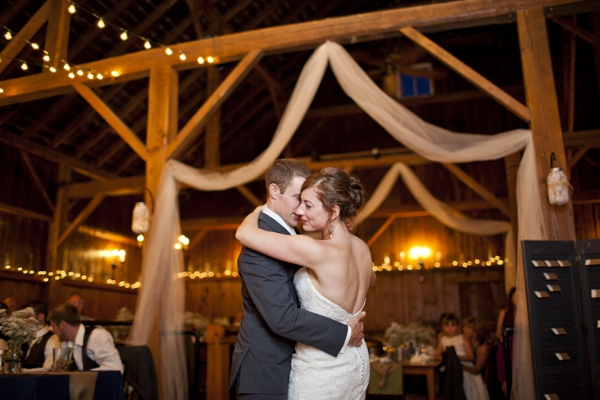 ST_Ampersand_Wedding_Photography_rustic_barn_wedding_0039.jpg