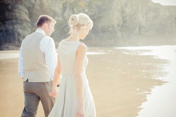 ST_uk-wedding-photography-charlene-morton-photography-beach-elopement_0016.jpg