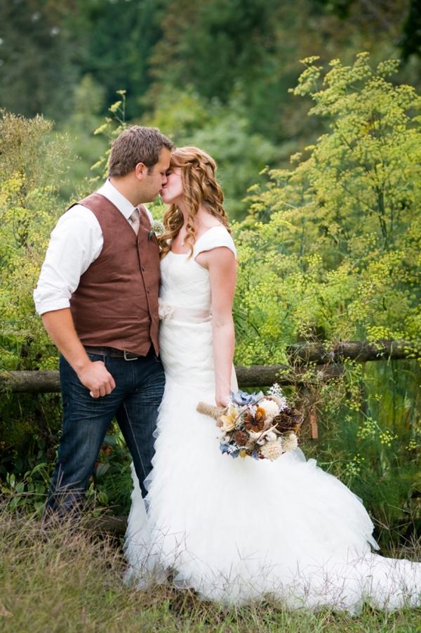 ST-Kristy-Klaassen_Photography-rustic-barn-wedding_0021.jpg