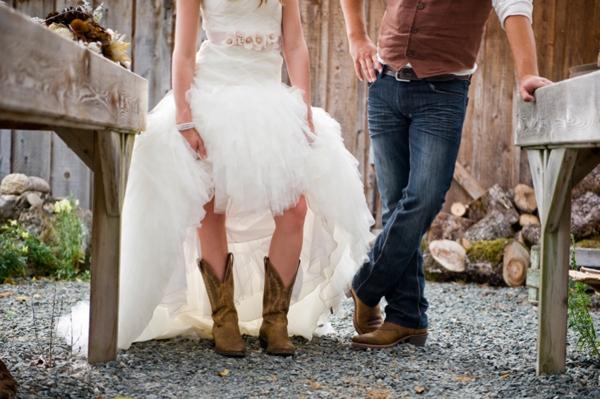 ST-Kristy-Klaassen_Photography-rustic-barn-wedding_0023.jpg