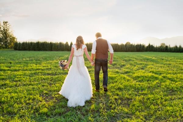 ST-Kristy-Klaassen_Photography-rustic-barn-wedding_0044.jpg