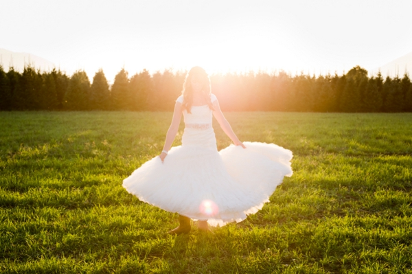 ST-Kristy-Klaassen_Photography-rustic-barn-wedding_0045.jpg