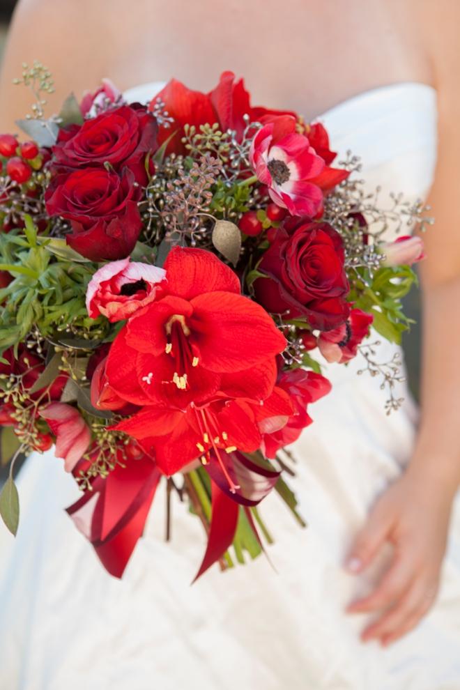Bouquet Blueprint // Stunning red christmas wedding bouquet