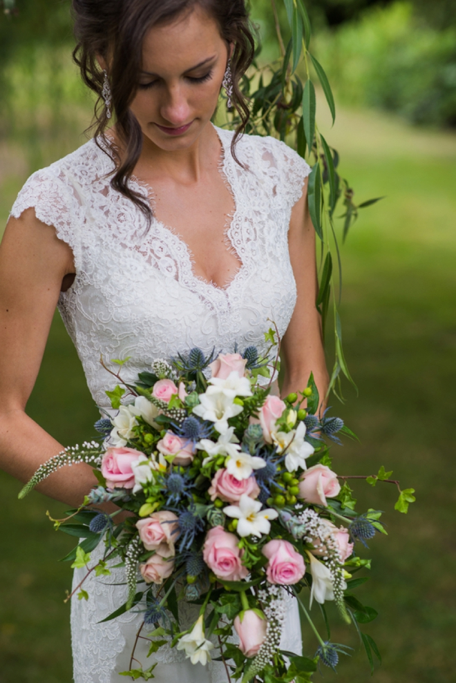 Gorgeous bride and her flowers