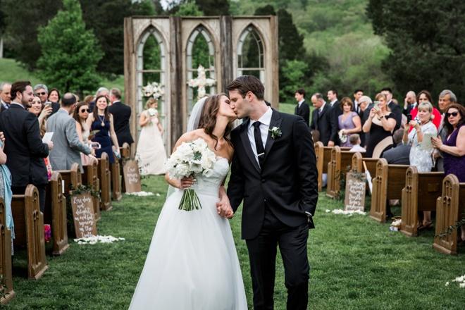 Kiss, kiss! The new Mr & Mrs!