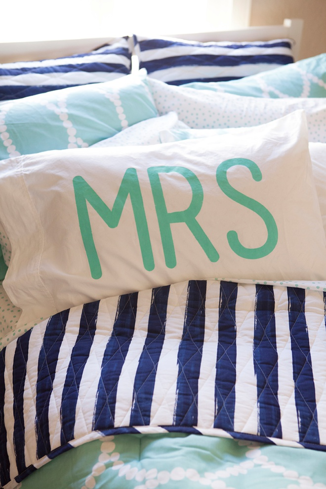 How to paint adorable Mr and Mrs pillowcases!