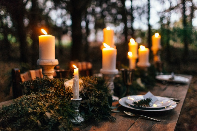 Love this darling cozy candle lit tablescape!