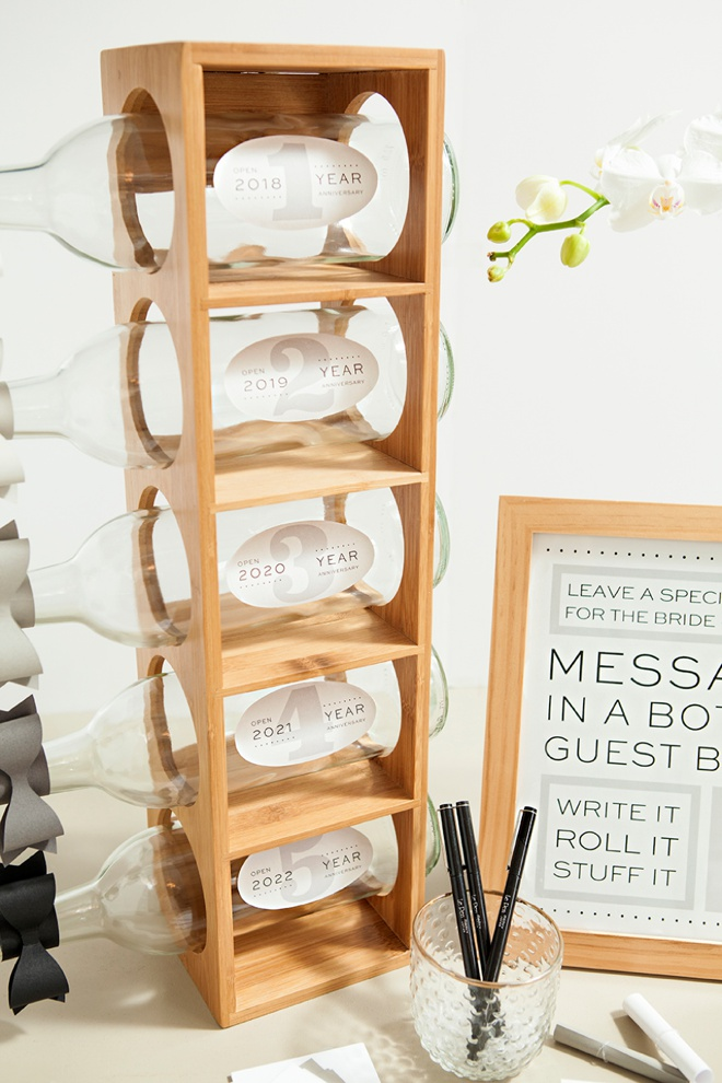 Awesome idea for a DIY message in a bottle, wedding guest book with FREE printables!