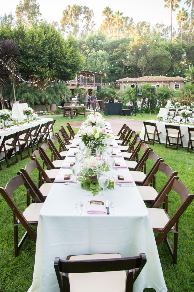 How gorgeous is this wedding reception?! Swoon!
