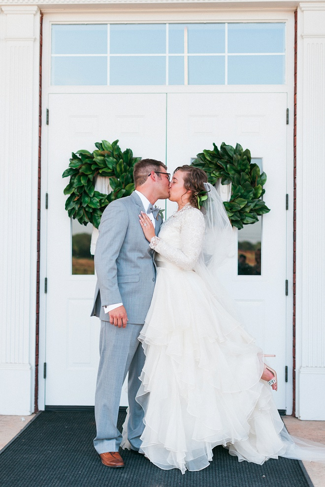 How dreamy is this gorgeous white church boho wedding?! Swoon!