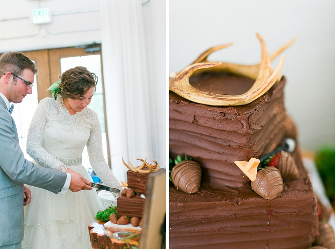 How fun is this gorgeous Groomsmen cake decorated with antlers? Swoon!