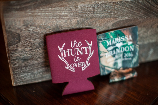 How fun are these camo koozie wedding favors at this crafty country wedding?! Love!