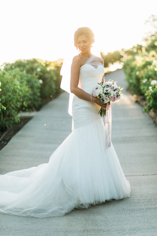 We're loving this gorgeous Bride's clean and modern wedding dress! So gorgeous!