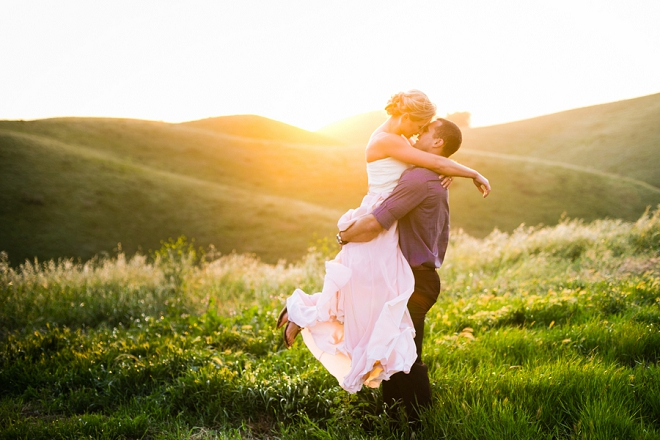 We're swooning over this super romantic mountainside engagement session!