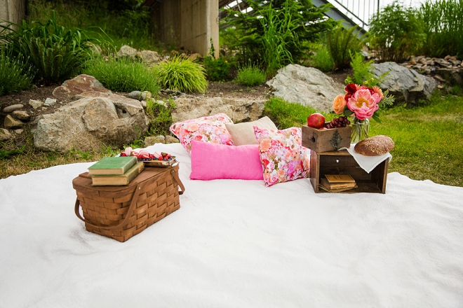 Loving this gorgeous styled mountainside picnic!