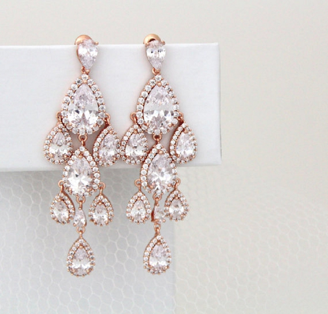 Swooning over these dramatic chandelier earrings!
