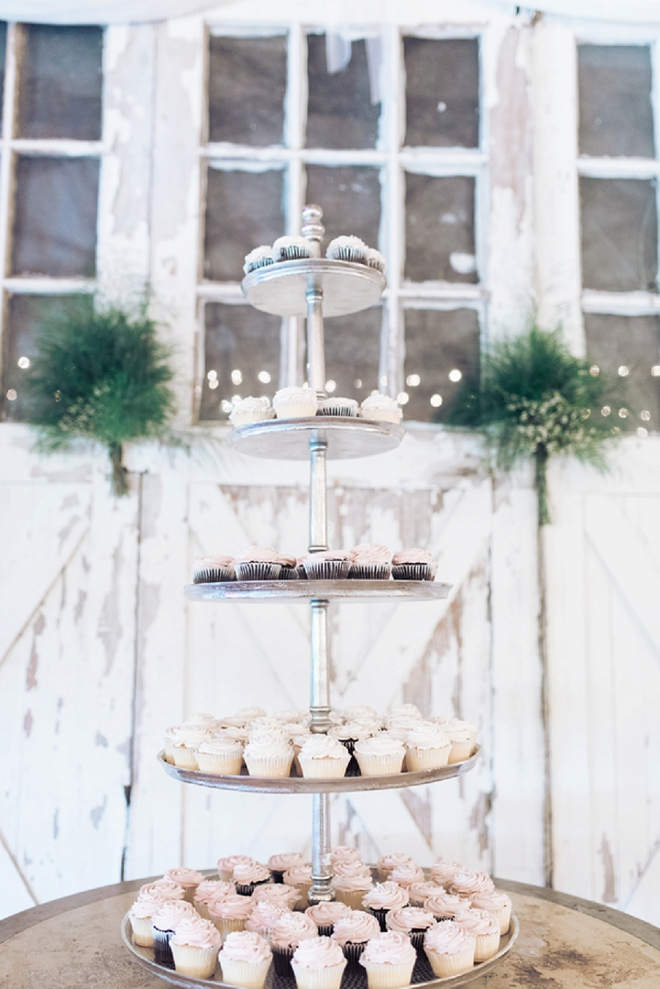 How gorgeous is this couple's stunning blush cut cake and cupcake bar?! LOVE!