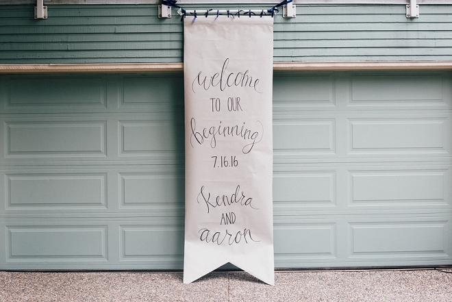 Swooning over this DIY'd giant banner wedding sign!