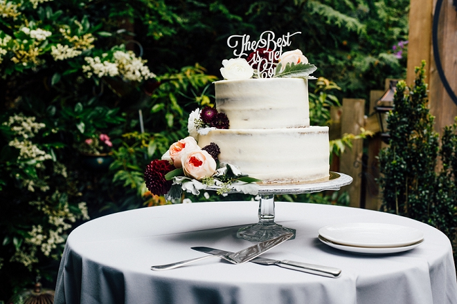 This stunning wedding cake and cake topper couldn't be more perfect!