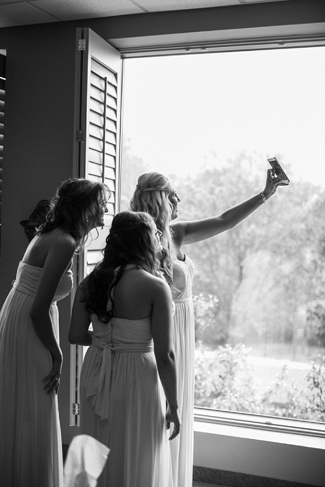 Such a fun snap of the Bride and her maids getting a quick selfie!