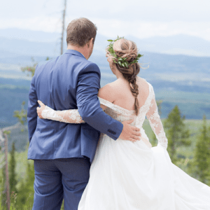 How breathtaking is this stunning Colorado wedding?! We're in LOVE!