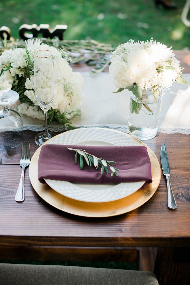 We love the modern rustic feel of this couple's table setting!