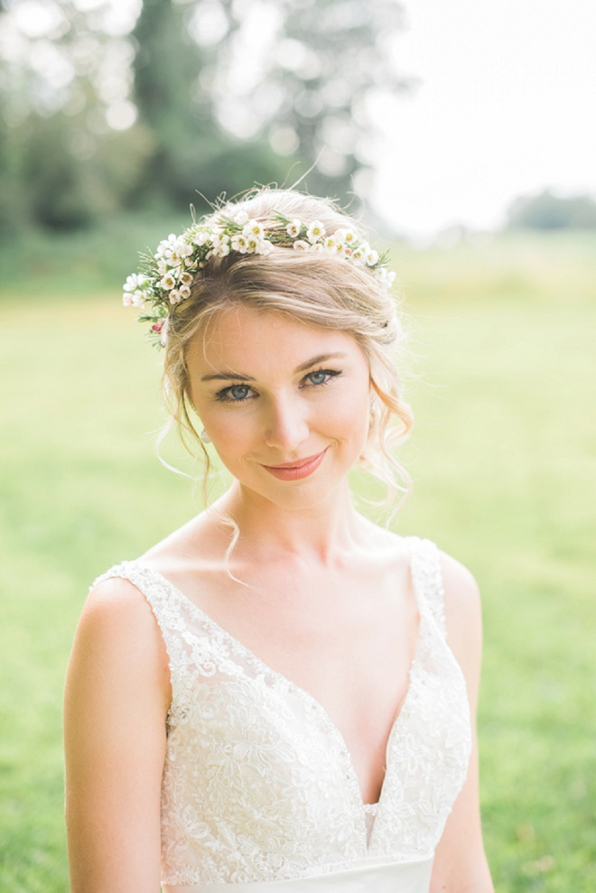 We love this gorgeous Bride's wedding hair and style!