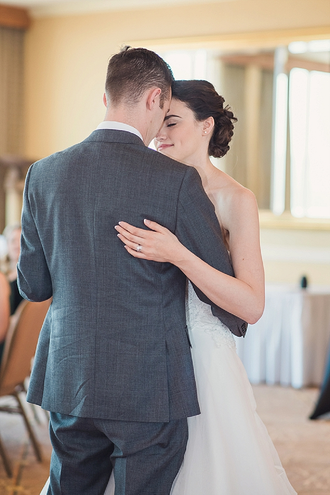 Swooning over this couple and their super sweet first dance!