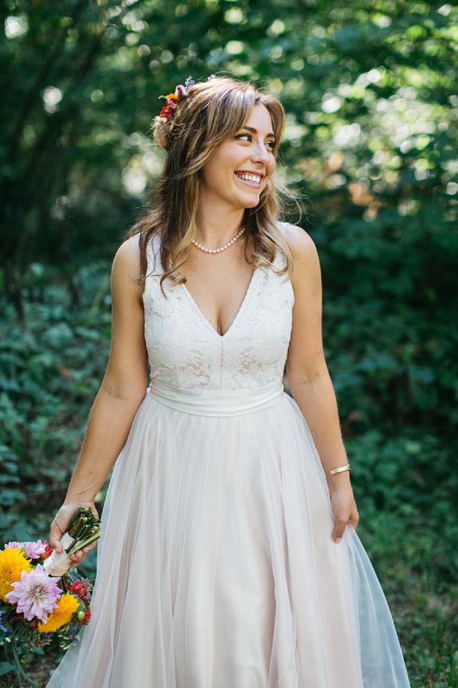 We're loving this beautiful Bride's style and glow before the ceremony!