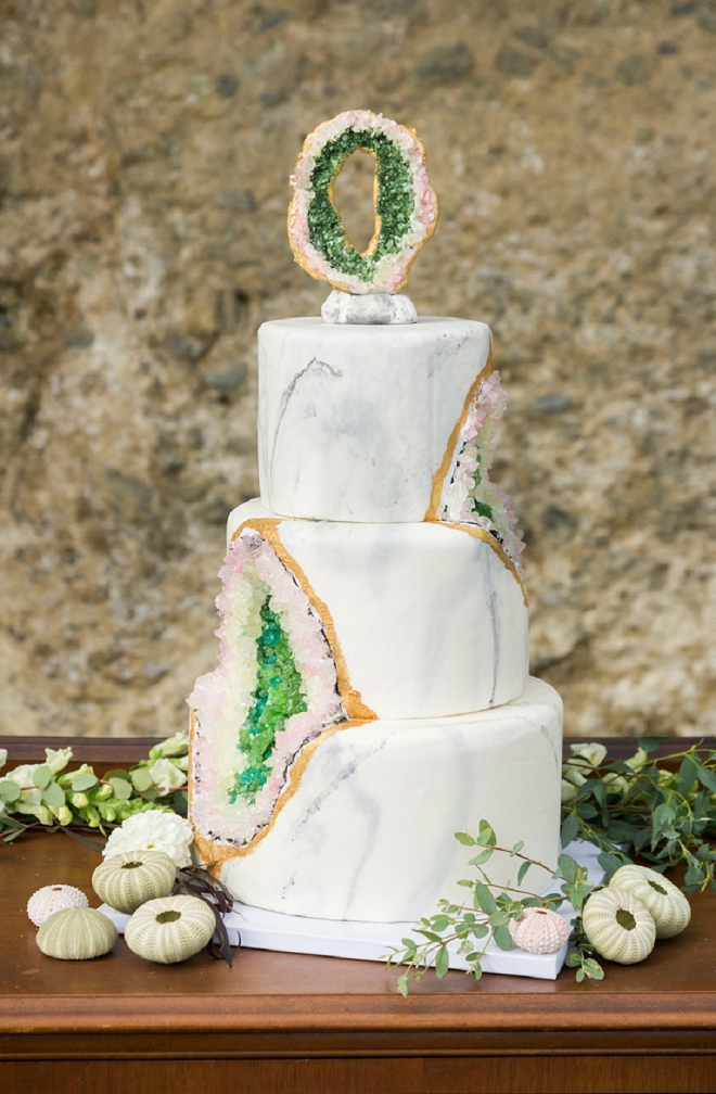 We are swooning over this marble and geode wedding cake!