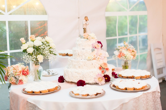 Crushing over this gorgeous wedding cake!