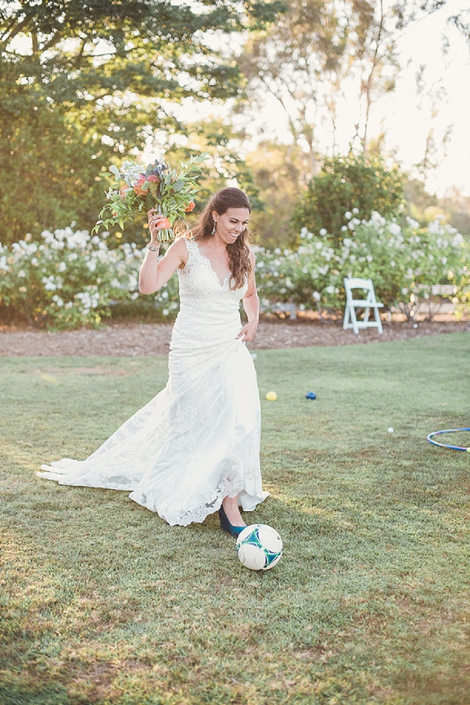 How darling is this Bride and their fun outdoor reception!? LOVE!