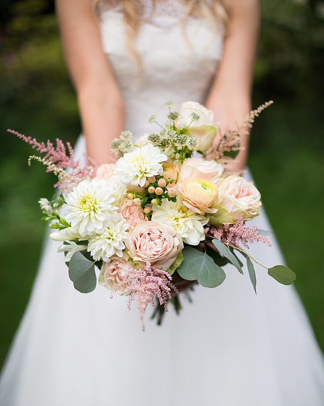 How stunning is this Bride's bouquet her Mom made? We love it!