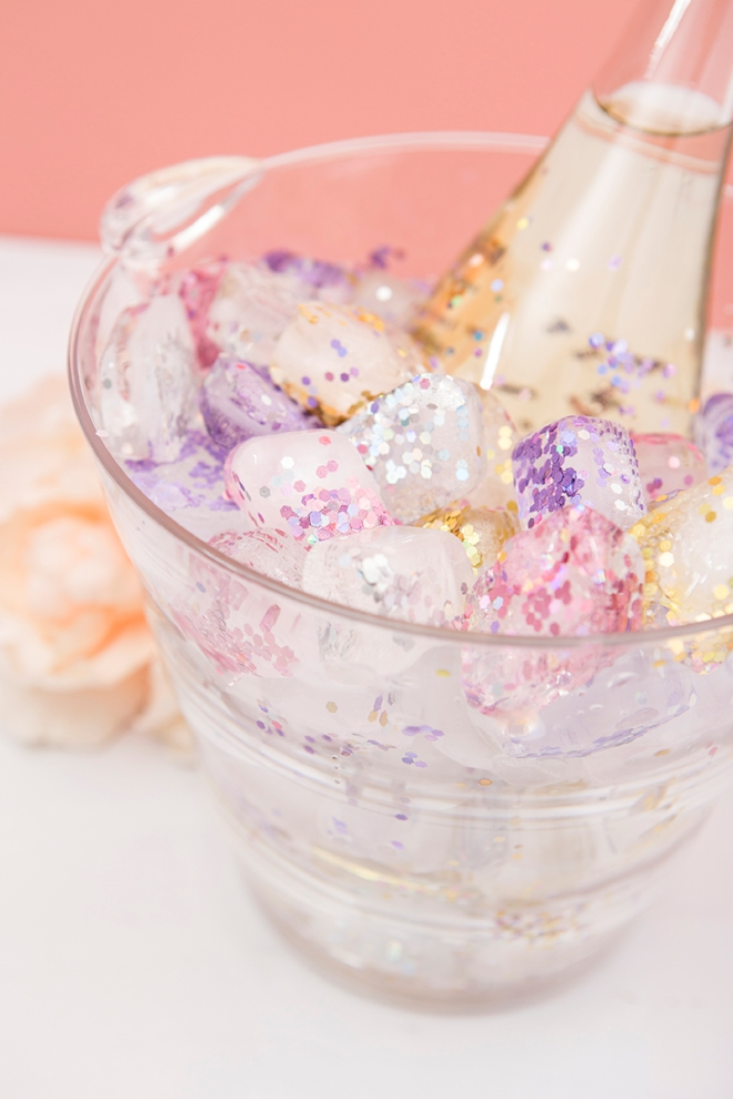 Learn how to make glitter ice cubes, PERFECT for a clear ice bucket!