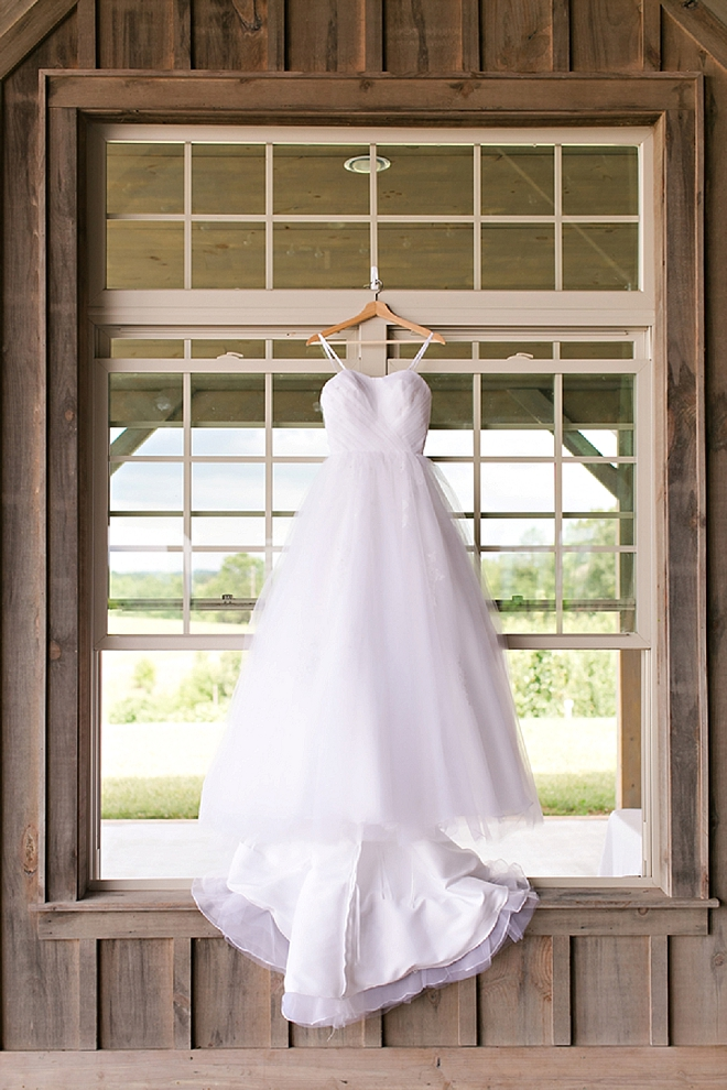Gorgeous snap of this Bride's classic wedding dress!